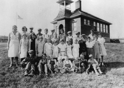 Image Grant School in Turtle Lake in 1932-33
