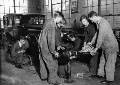 Image An auto mechanics class in 1934