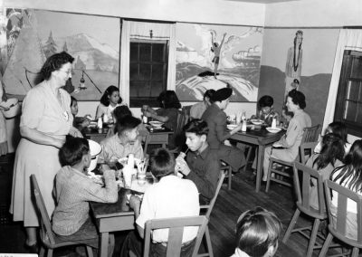 Image-Lunch at the Hochunkgra School in 1948.